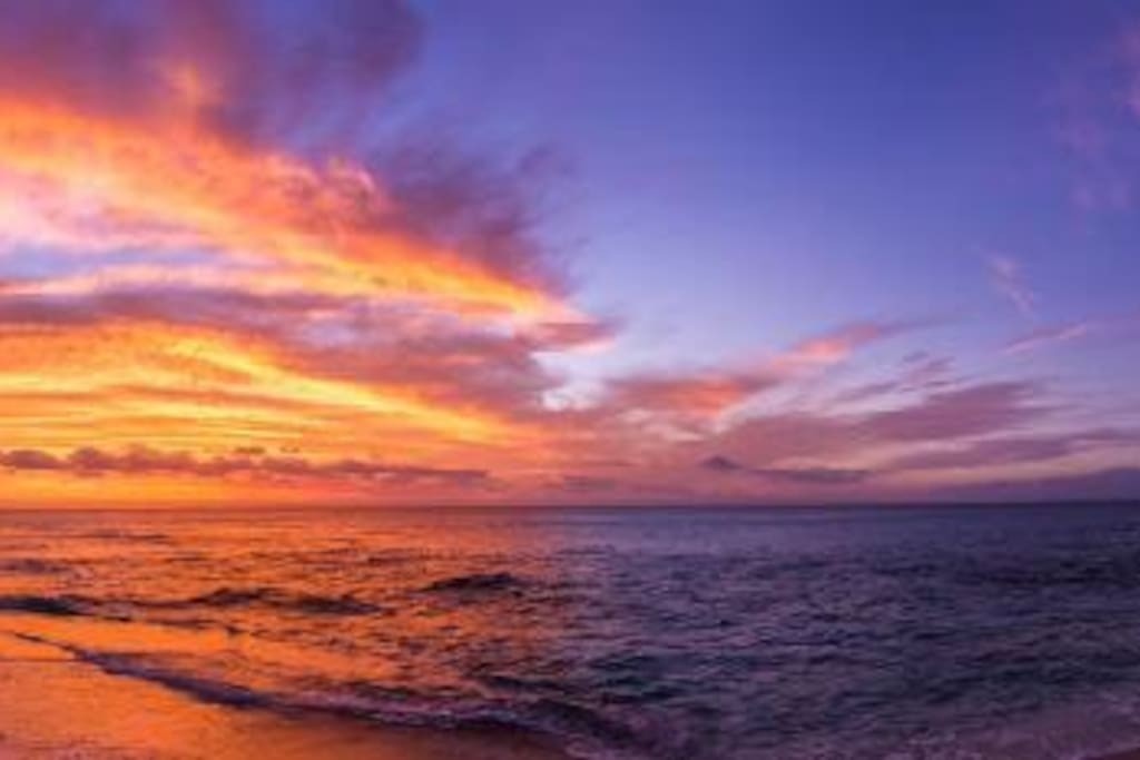 Le spectacle nocturne de la plage de Boucan. . . A voir, chaque soir.