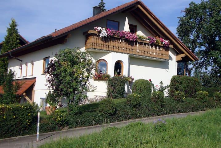 Sonnige 3 Zi-Ferienwohnung im ZAK - Geislingen