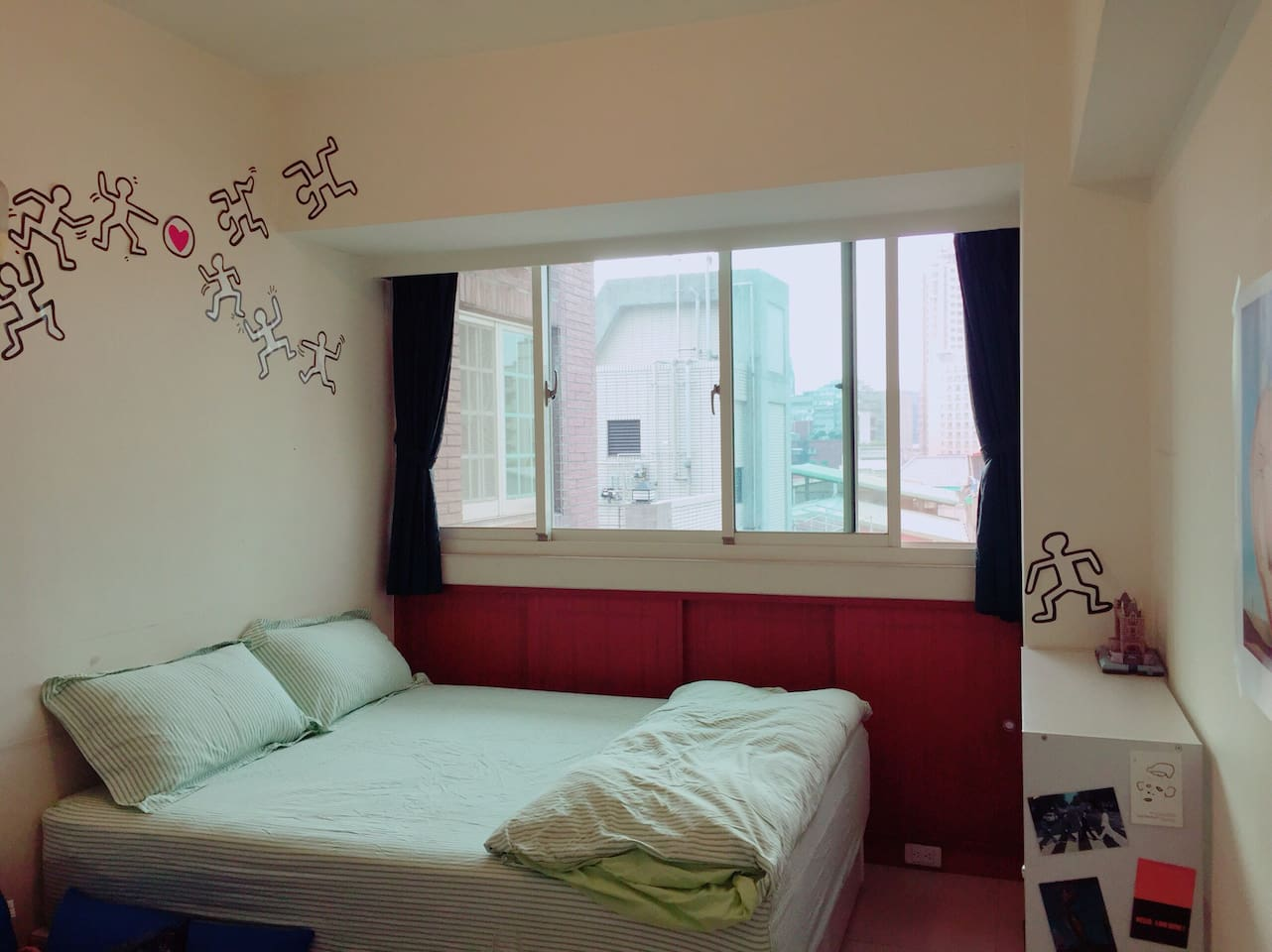 Bright and cozy Room.You will love the sunshine here.
