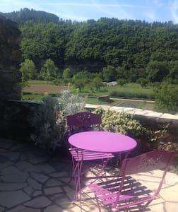 Appartement dans maison de village - Ispagnac