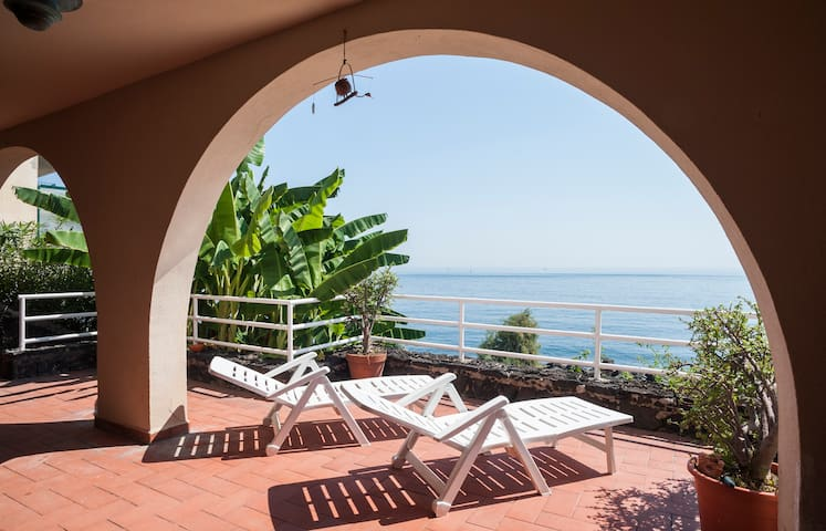 panoramic apartament on the sea - Aci Castello - Departamento