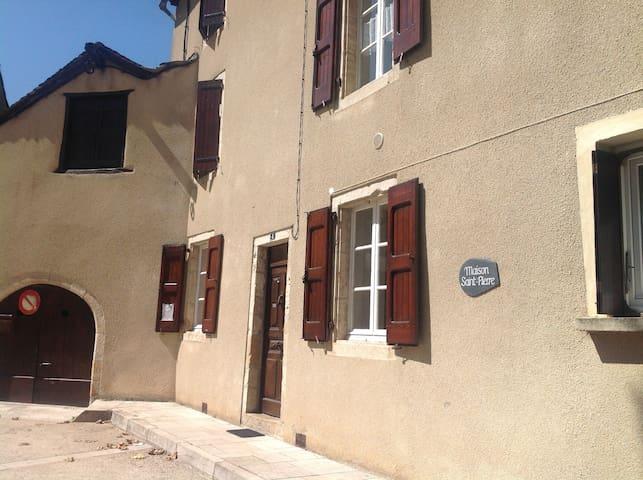 Appartement dans maison de village - Ispagnac - Apartment