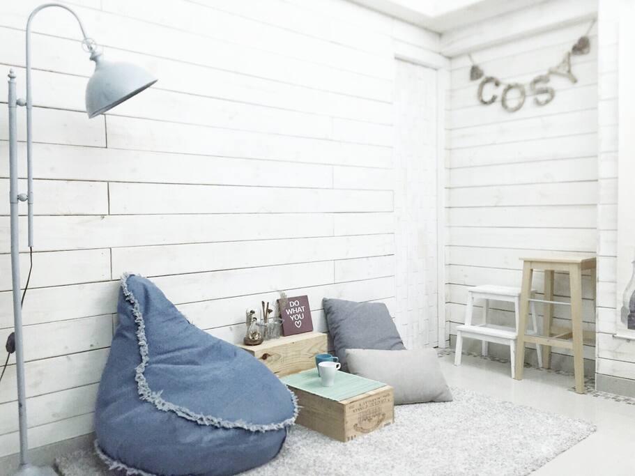 部屋打造白色小木屋風