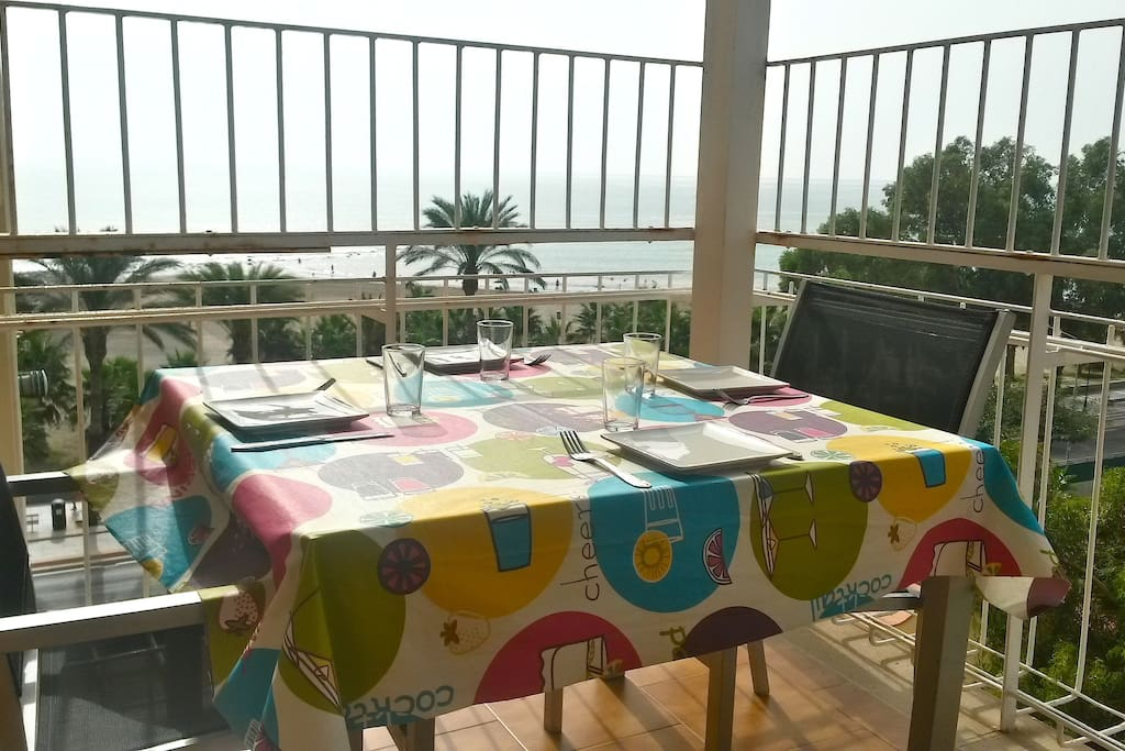 Fant stico apartamento con vistas al mar apartamentos en - Casas alquiler benicasim ...
