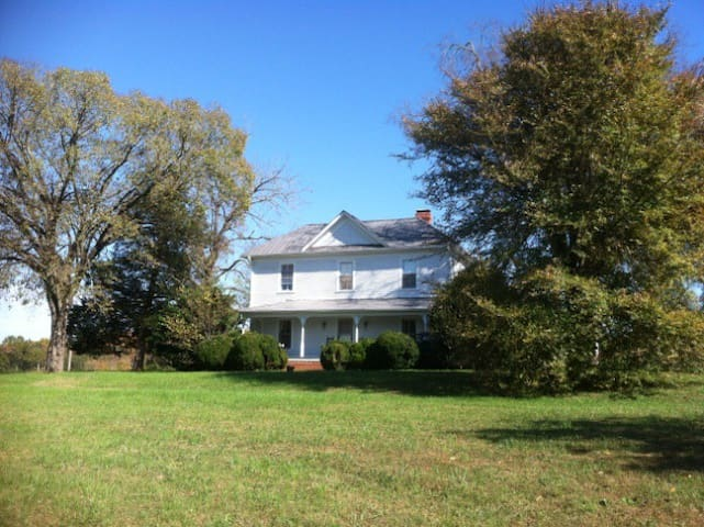 Historic Farm House near Durham, NC - Durham - Casa