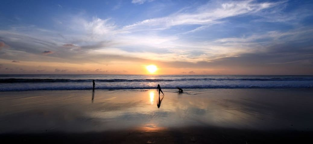 The beches in Kuta and Seminyak are famous for its breath taking sunsets!