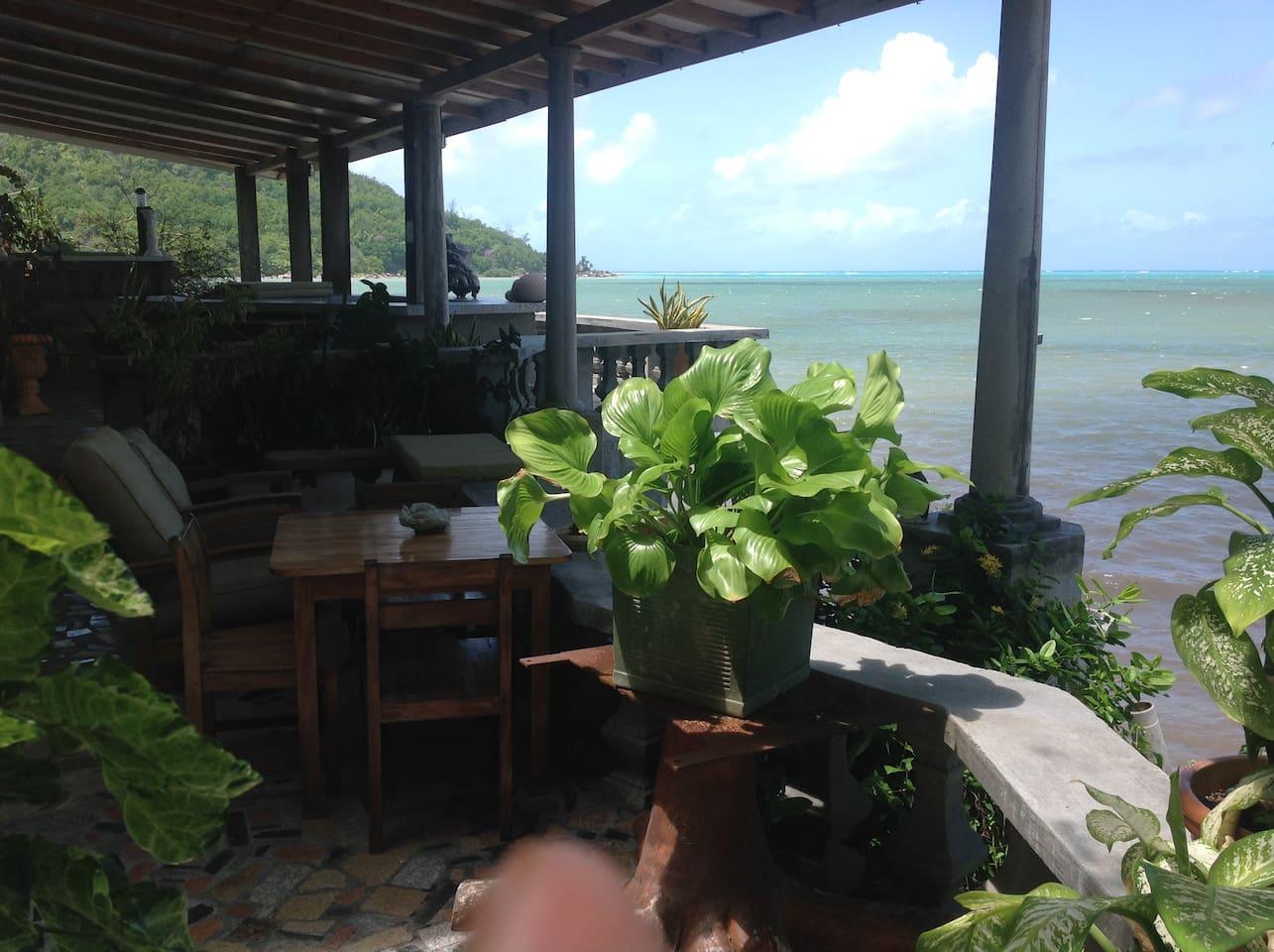 Vue sur la baie depuis la terrasse