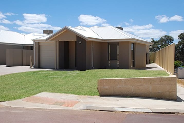 Mandurah Holiday Home - Lakelands - Huis