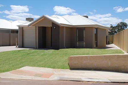 Mandurah Holiday Home - Lakelands