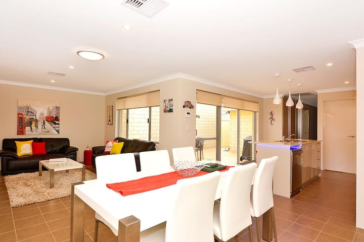 Chesapeake Retreat - Currambine - Townhouse
