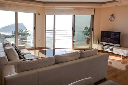 Luxury condo with fantastic view and private pool - ブドヴァ - 別荘