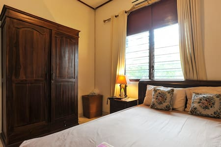 PRIVATE ROOM IN LARGE HOUSE KUTA - Kuta - House