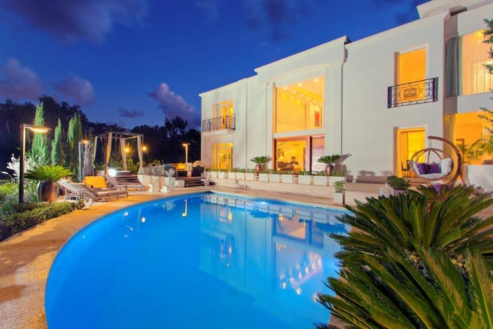 Holiday Villa - Stylish and Private