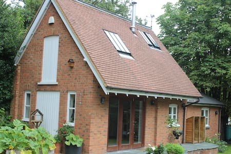 Cosy house near Woburn Golf Club - Casa