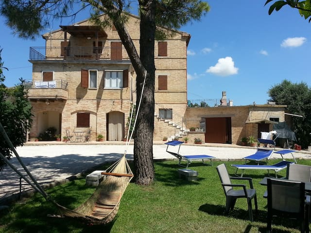 Farmause  Galanti with sea view 3BD-2BR (App.Dani)