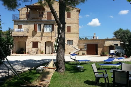 Farmause Galanti with sea view (App.Dani) - cossignano - Hus