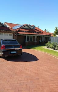 Big Family home with pool - Ballajura - Гестхаус