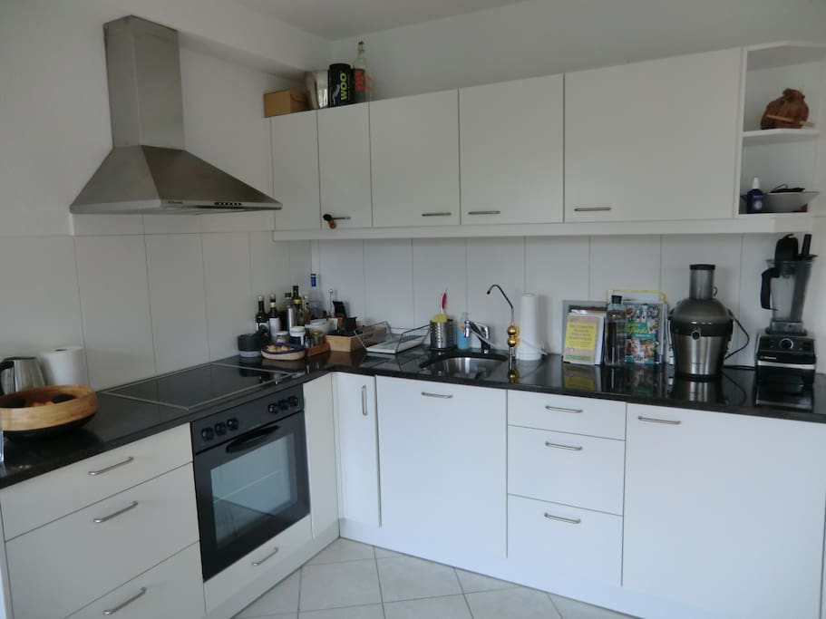 kitchen with water filtration system, juicer & vitamix