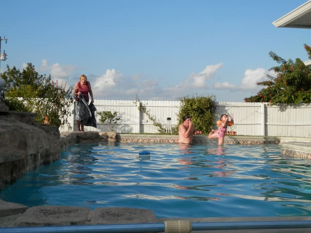 Queen size bed, swimming pool, breakfast - Cape Coral - Hus
