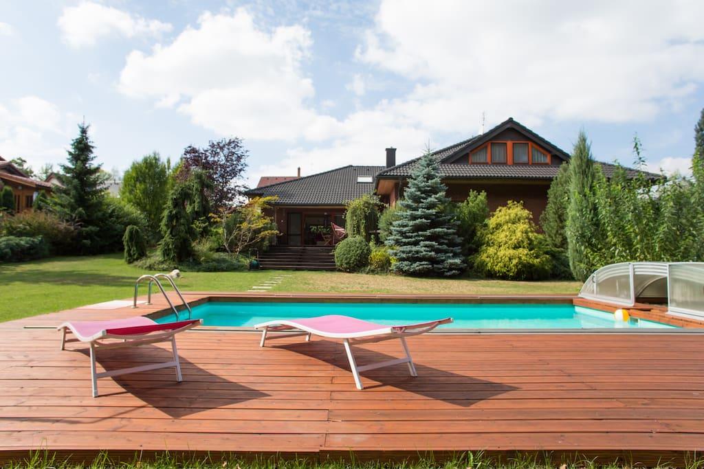 Luxurios and modern house near prag ville in affitto a for Piani casa della camera da letto del primo piano