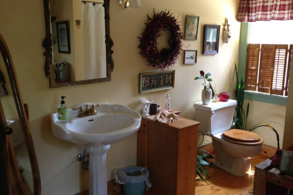 Upstairs shared bathroom.