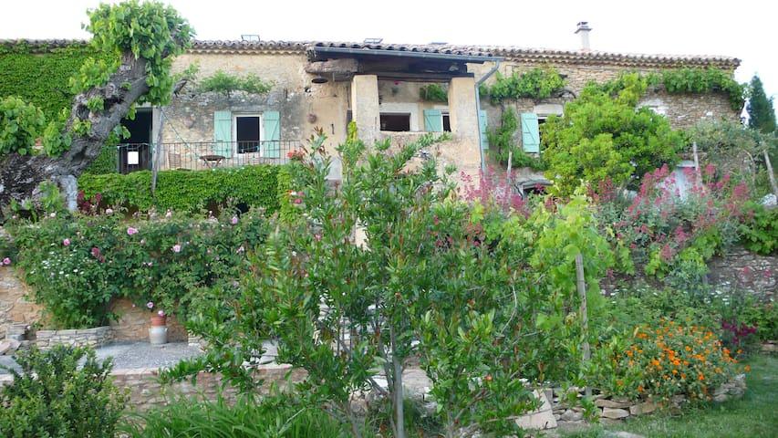 Fermette en pleine nature (charme et authenticité) - Saint-Montan - Talo