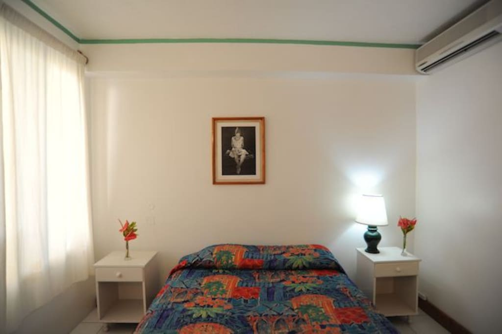 Comfortable rooms with one queen sized bed.