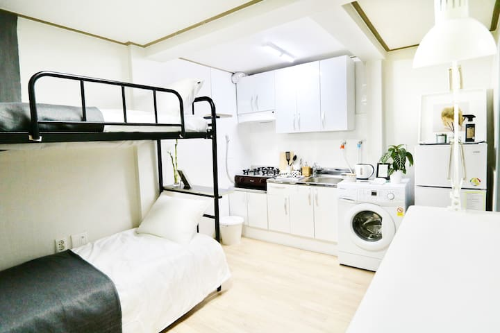 [Citycenter/Myeongdong]Private 2beds+1Min Subway