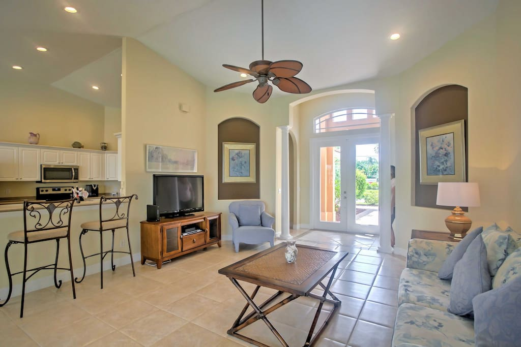 Your party of 8 will love the tall ceilings and plush furnishings.