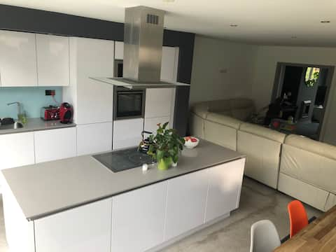 Large Spacious 4 bedroom house 6km to Dublin City
