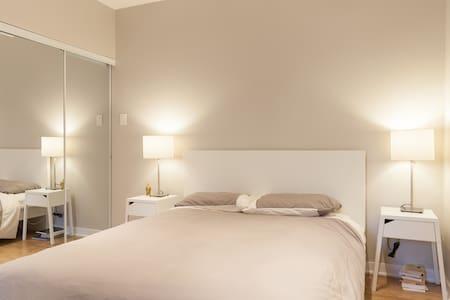 Modern apartment Petit Laurier - Montreal - Apartment