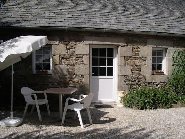 Gîte de caractère en Bretagne - plouvorn - House