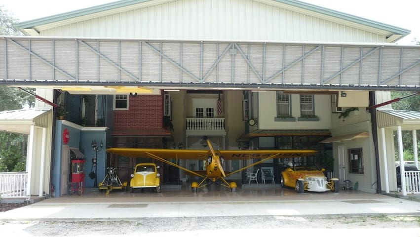 Airplane hangar at Danville