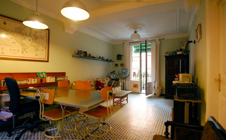 Two beds- Ramblas- Charming