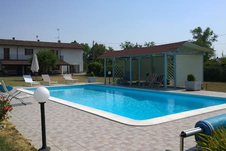 Restored COUNTRY HOUSE with pool - Tortona