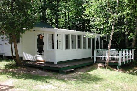 Kozy Kot Cottage - Bancroft - Cabin