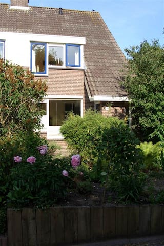 Cosy house, 30km south of Amsterdam - Woubrugge - Hus