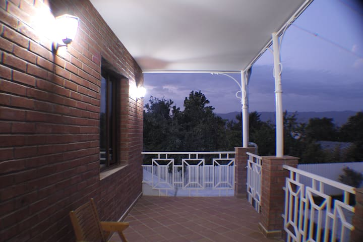 Private house with courtyard - Tbilisi - Rumah