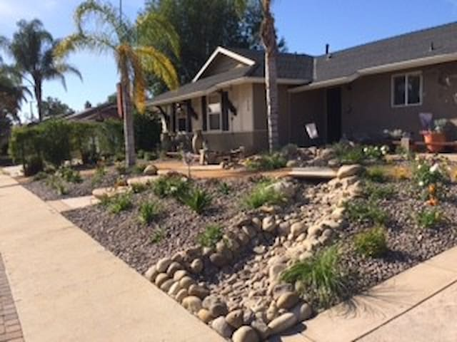 Room in Cozy Home in Thousand Oaks - Thousand Oaks - House