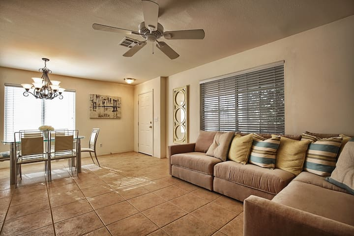 3bd/2.5ba Townhouse near SouthPoint