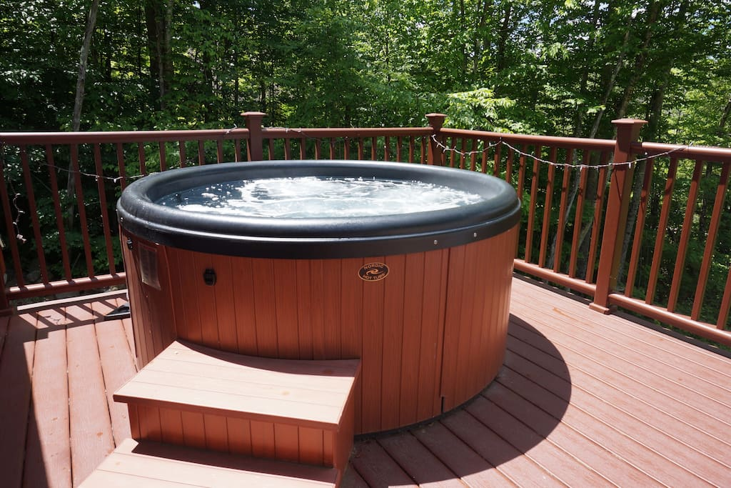 Great hot tub to soak after a day of skiing, biking, hiking, shopping, amusement parks...
