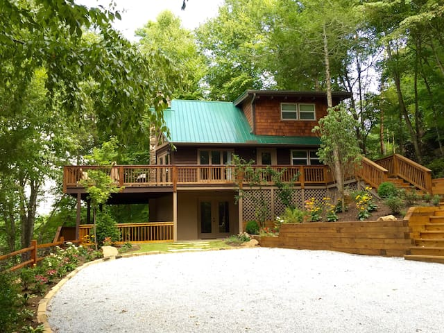 Willow Cottage at Forest Cove Getaways - Franklin - Hus