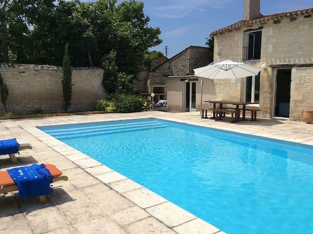 Maison + piscine proche FUTUROSCOPE - Neuville-de-Poitou - Ev