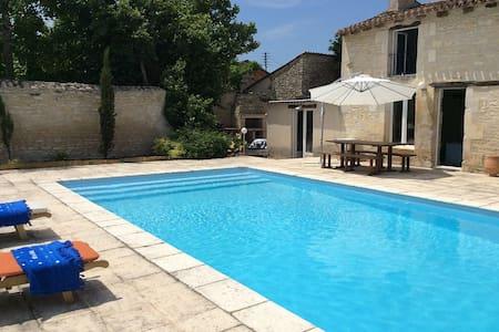 Maison + piscine proche FUTUROSCOPE - Neuville-de-Poitou - Casa