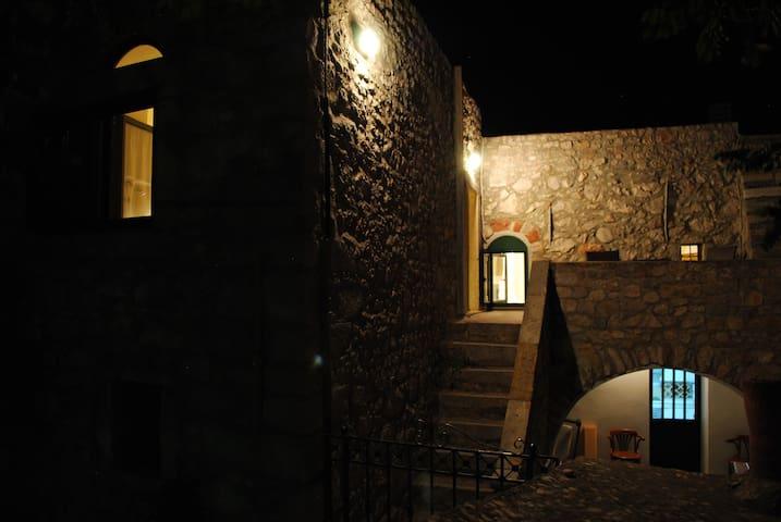 Πέτρινη κατοικία 75 τ.μ. - Chios - บ้าน
