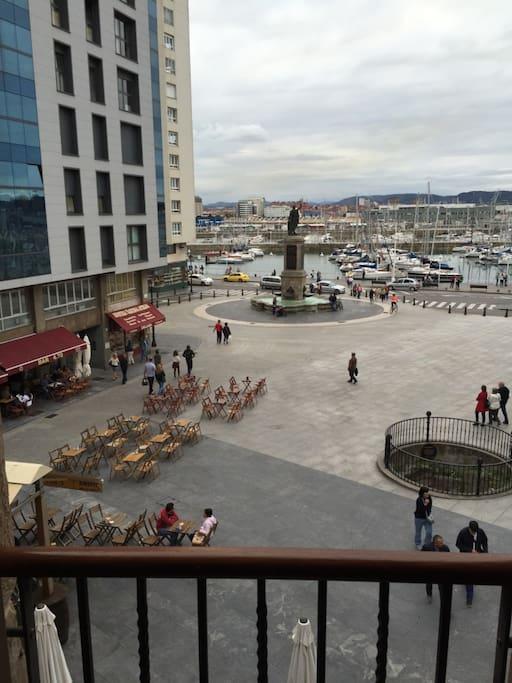 Vistas desde el salón a la plaza de Pelayo