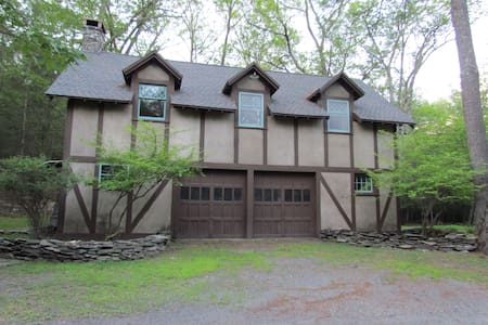 Woodstock Carriage House - House