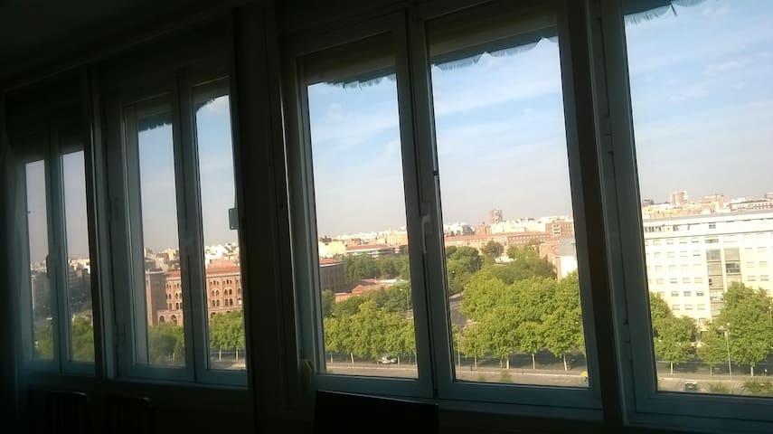 HABITACIÓN LUMINOSA AMPLIAS VISTAS - Madrid - Wohnung