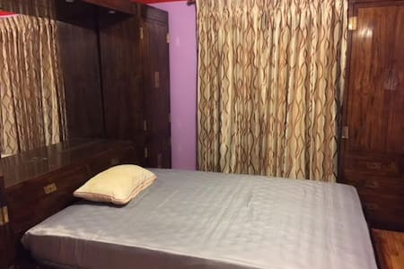 Amazing 1 Queen bed Room By Owner