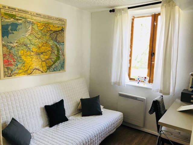 Chambre bureau et canapé lit